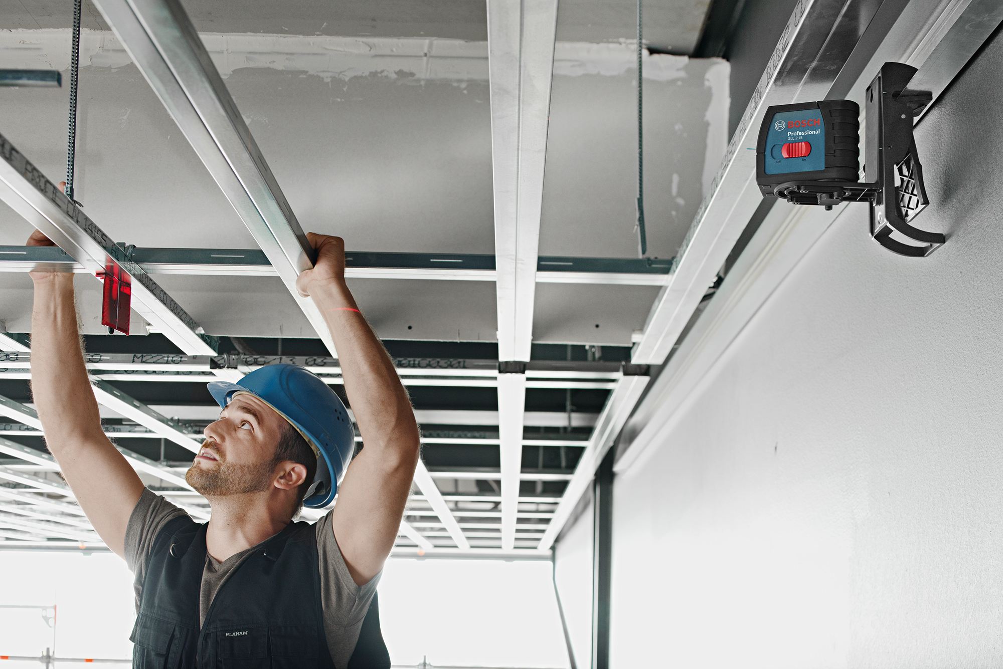 Bosch Self-Leveling Cross-Line Laser GLL 2-15 Ceiling Grid with Mount (EN)