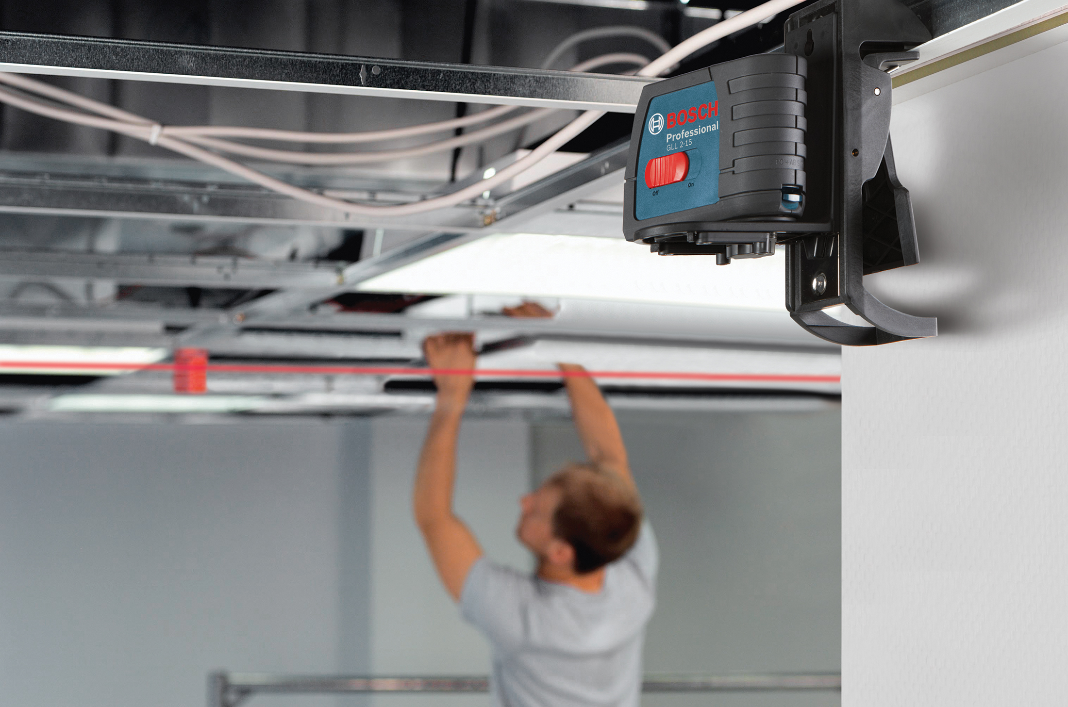 Bosch Self-Leveling Cross-Line Laser GLL 2-15 Drop Ceiling Application (EN)