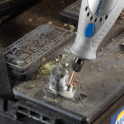 http://mdm.boschwebservices.com/files/Dremel Rotary Tool 7700-AT_battery (EN) r48410v16.jpg