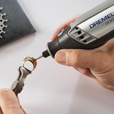 http://mdm.boschwebservices.com/files/Dremel Variable Speed Tool Kit 3000 app drilling (EN) r50155v16.jpg